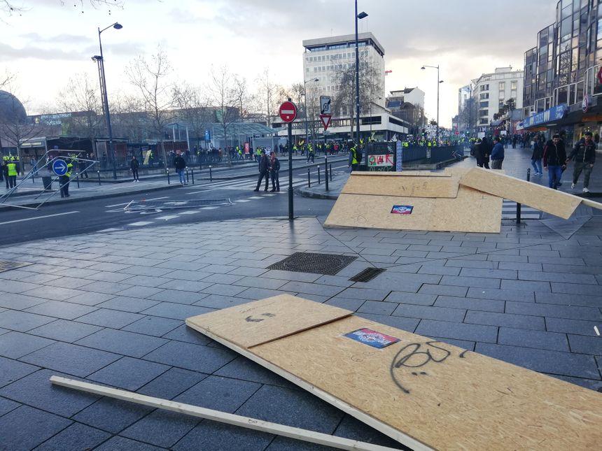 Après République, les tensions se sont déplacées vers l'esplanade Charles de Gaulle