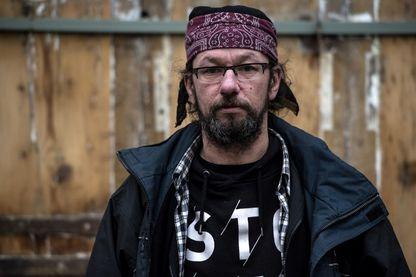 """L'ancien SDF Christian Page, célèbre pour avoir raconté son quotidien dans la rue sur Twitter, sort un livre : """"Belleville au cœur""""."""