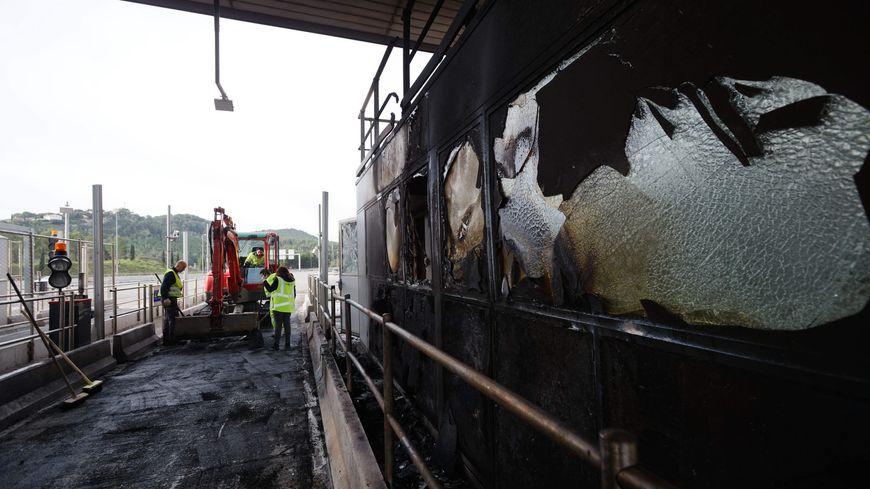 Le péage de Bandol partiellement rouvert sur l'A50, après un incendie