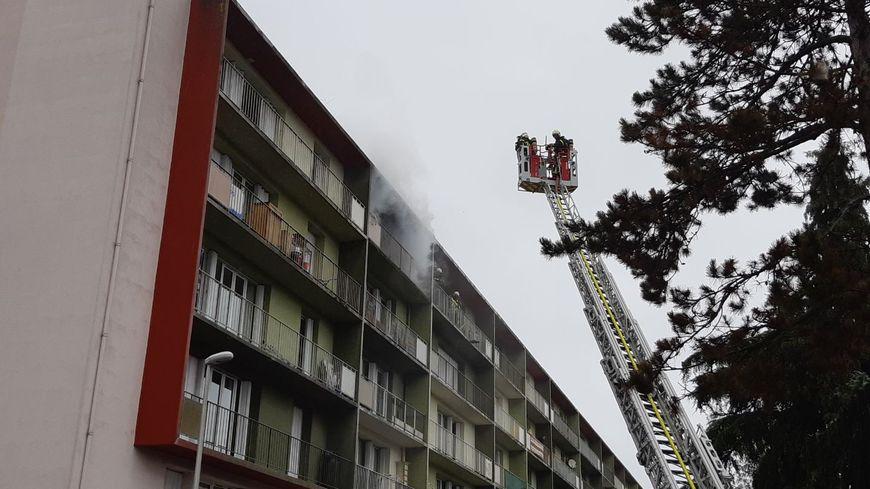 Les pompiers sont en cours d'intervention sur cet incendie à Laval