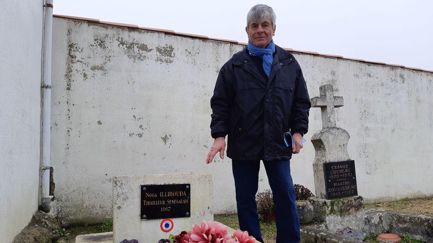 Les tirailleurs de la Couarde partagent cette tombe, dans un coin du cimetière.