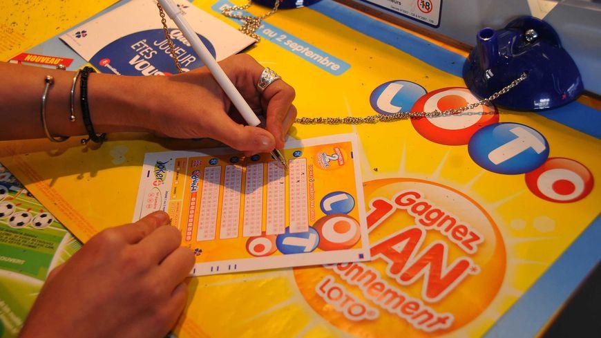 La gagnante au loto de 3 millions d'euros a validé son ticket dans un bar-tabac d'Amiens ( photo d'illustration)