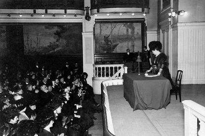 Marguerite Durand décide de se consacrer à la défense des droits des femmes