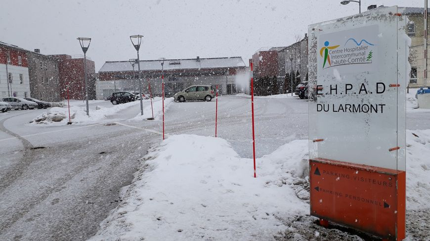 Le parquet de Besançon a ouvert une enquête pour homicide involontaire à l'Ehpad du Larmont, à Doubs, à l'entrée de Pontarlier