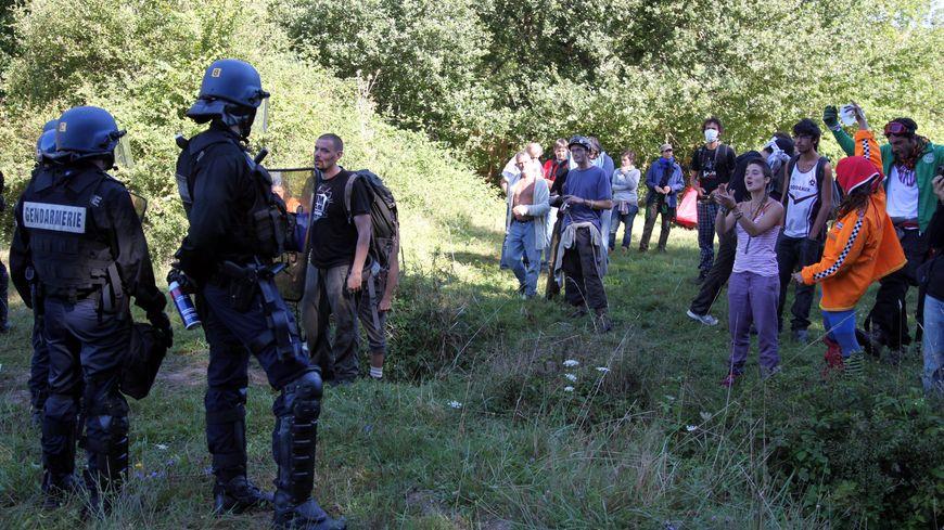 Échauffourées en 2014 entre Zadistes et gendarmes à Sivens.