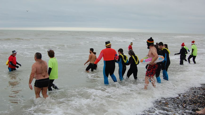 Traditionnel bain du 1er janvier en Baie de Somme