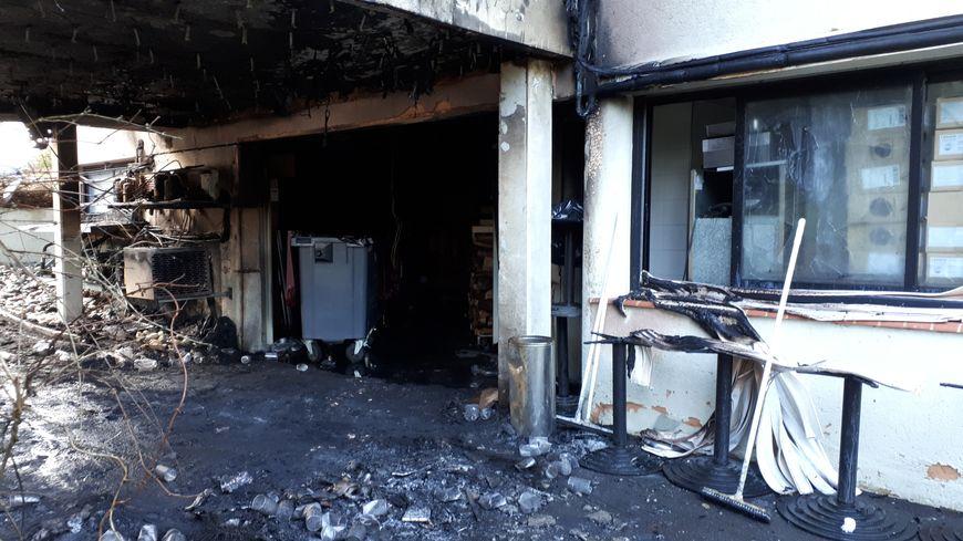 L'incendie a pris au sous-sol depuis la voiture personnelle de Yannick Delpech mais ne s'est pas propagé dans le bâtiment