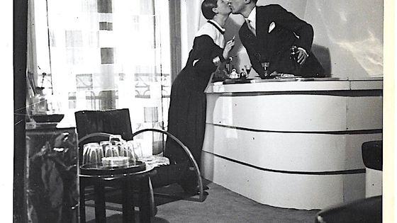 Les époux Perrier au Club R-26 (leur appartement duplex de Montmartre)
