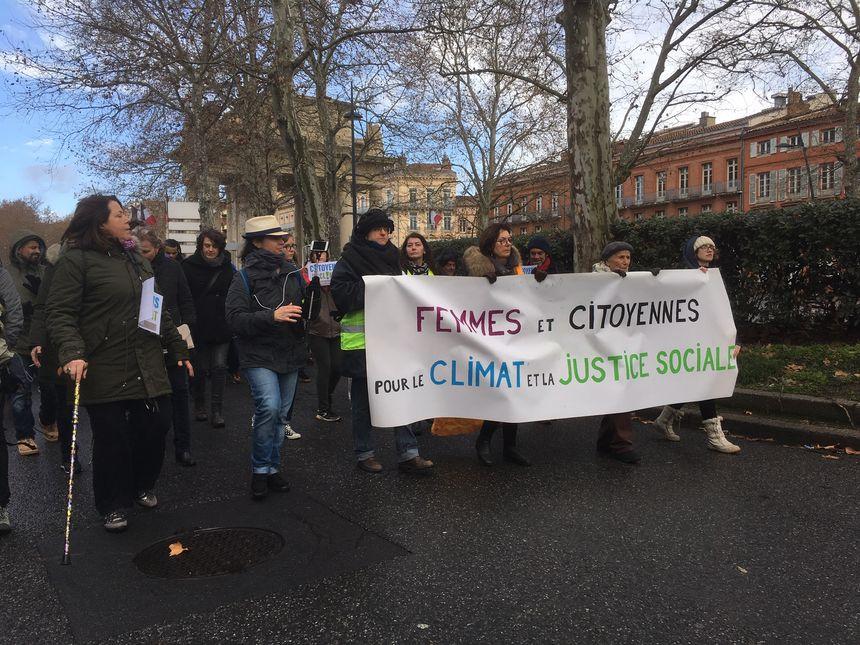 Pour cette nouvelle journée d'action pour le climat, les femmes gilets jaunes se sont associées au collectif Citoyen pour le climat.