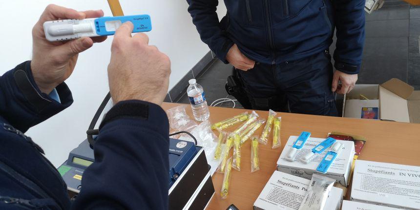 Un petit appareil capable de détecter les traces laissées dans l'organisme par les divers types de stupéfiants