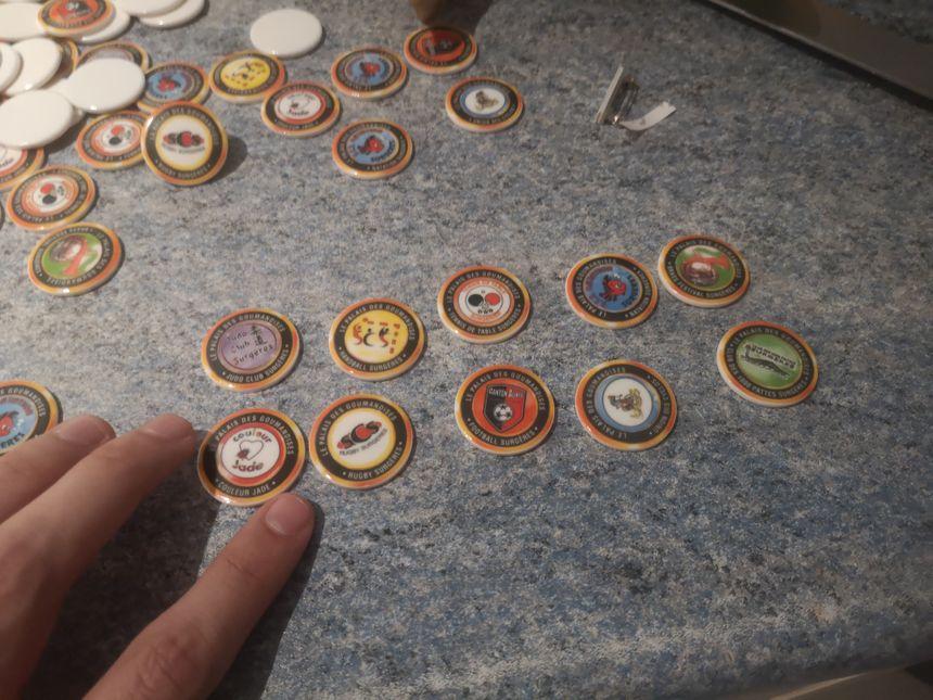 Les dix fèves représentant les associations.