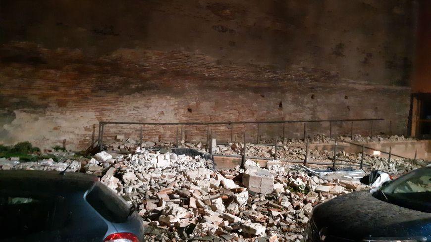 Le mur s'est écroulé sur 20 mètres de long le long des allées Jules Guesde