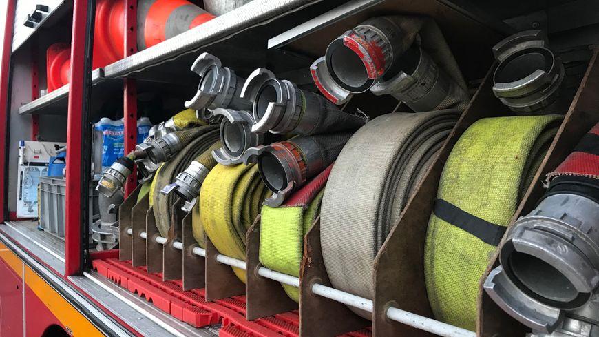 Les pompiers étaient toujours sur place ce samedi soir.