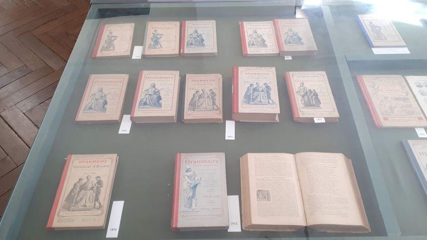 Une partie de la collection des livres de Grammaire de Claude Augé, Maison de Claude Augé, L'Isle-Jourdain (32)