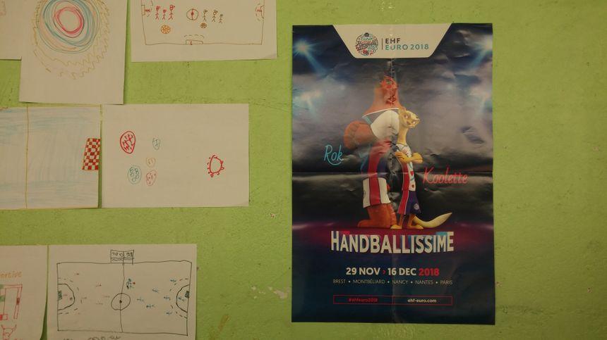 L'euro de handball féminin, qui s'est tenu en France en décembre, annoncé sur les murs du gymnase.