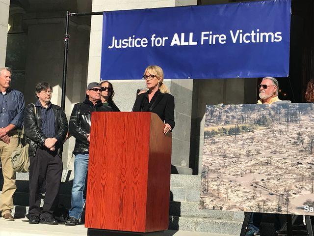 Erin Brockovich est venue soutenir les habitants dans leur lutte contre une compagnie américaine qui serait responsable de l'incendie qui a fait au moins 86 morts