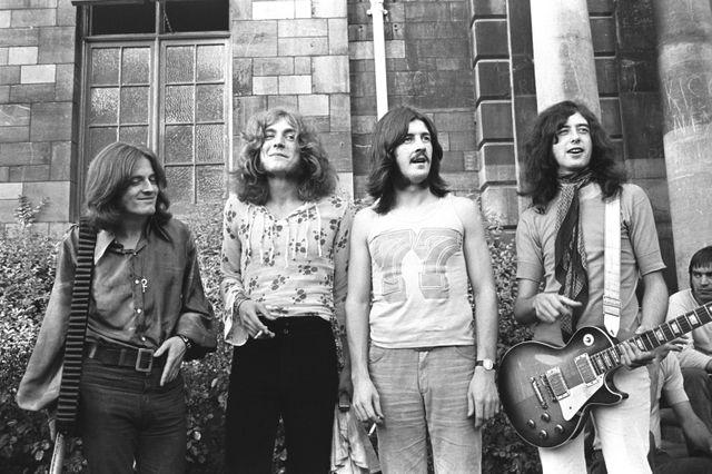 Festival de Bath, Royaume-Uni, 1969 : John Paul Jones, Robert Plant, John Bonham et Jimmy Page. Led Zeppelin au grand complet.