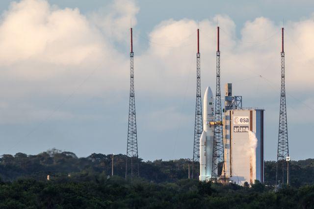 Ariane 5 sur son pas de tir à Kourou