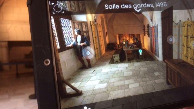 Un exemple de reconstitution virtuelle de la réalité grâce à l'HistoPad au château d'Amboise