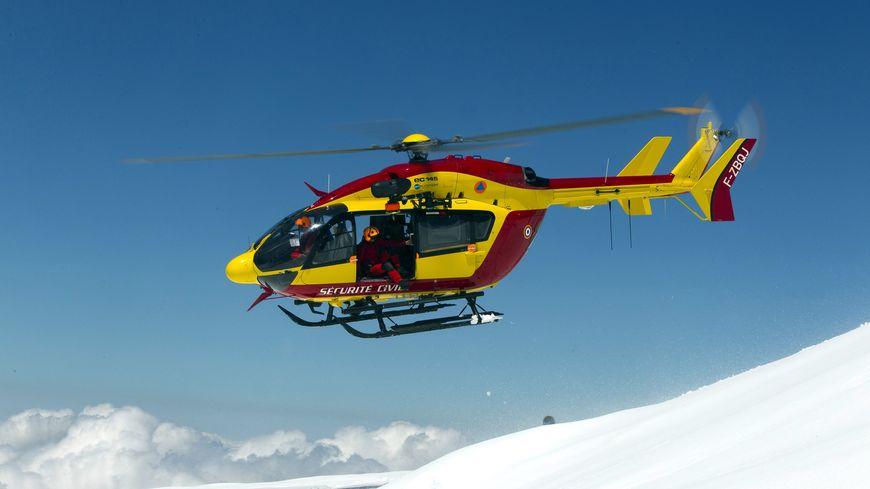 L'hélicoptère Dragon 74 de la Sécurité civile (archives)