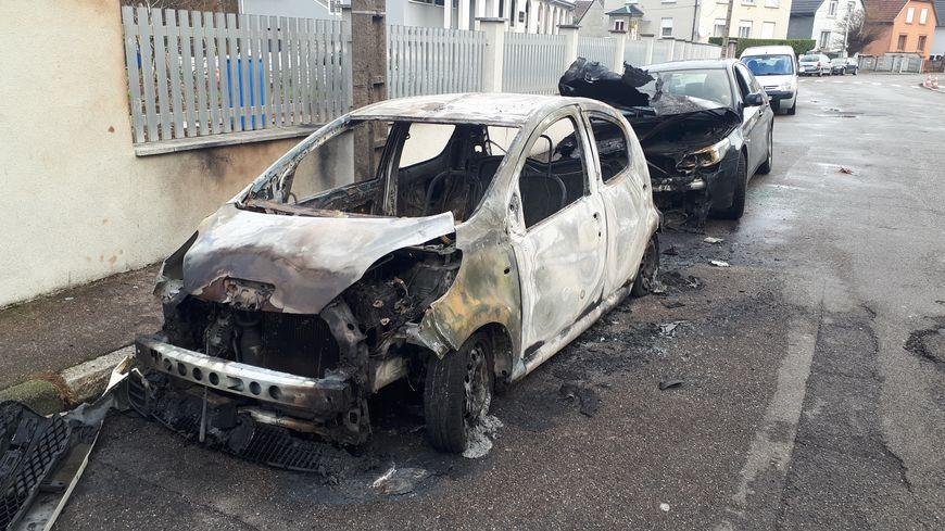 Deux voitures incendiées durant la nuit du réveillon à Illzach (Haut-Rhin).
