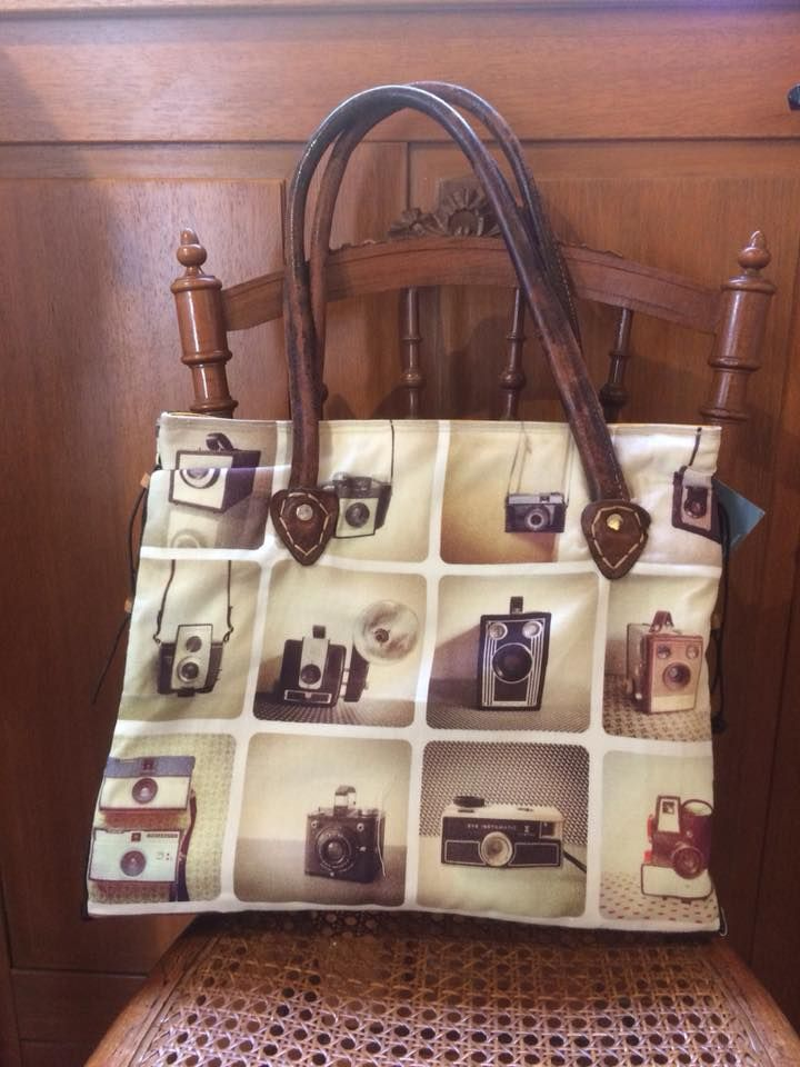 Catherine Brevet est créatrice de sacs, de pochettes, de vêtements sur mesure et fait les retouches.