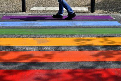 Pour lutter contre l'homophobie et la transphobie en milieu scolaire, le ministère de l'Education a lancé ce lundi  une campagne de sensibilisation.