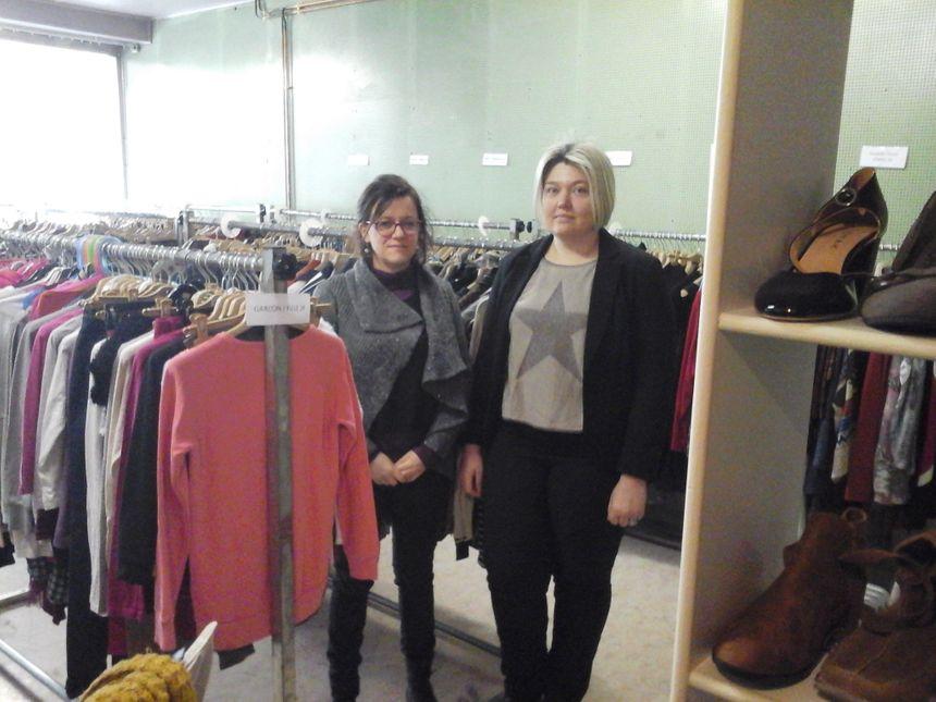 """Caroline et Jessica dans la boutique""""Coquet' tri""""  du CTFC, ouverte de 9h à 16h tous les samedis dès le mois de mars"""