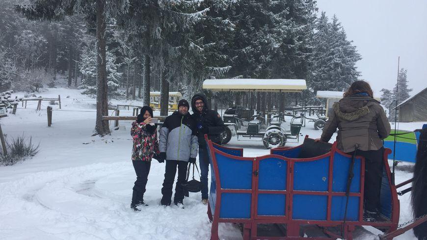En hiver, la visite de la réserve des bisons d'Europe de Sainte-Eulalie se fait en traîneau tiré par des chevaux.