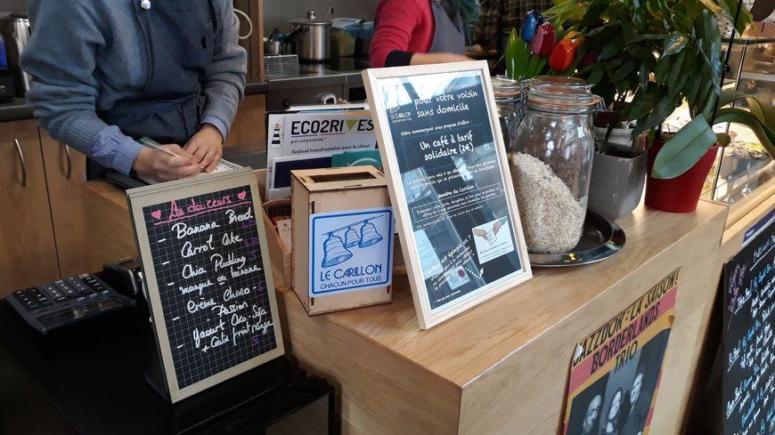 Les cafés du centre-ville peuvent proposer à leurs clients de payer un café aux sans abri