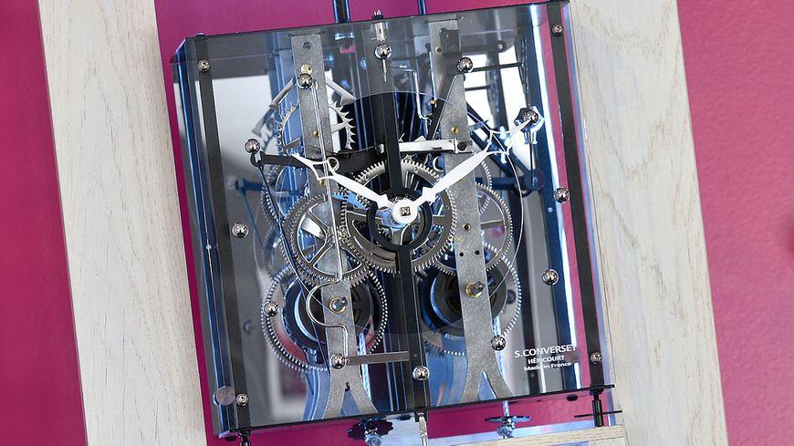 Horloge comtoise moderne par Sébastien Converset