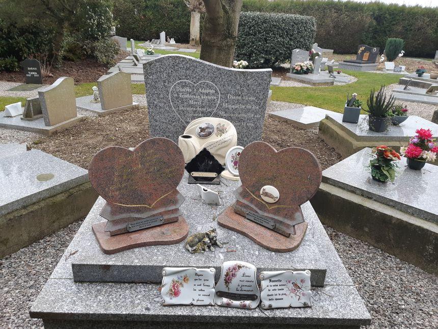 Les propriétaires d'animaux peuvent venir se recueillir sur les tombes.