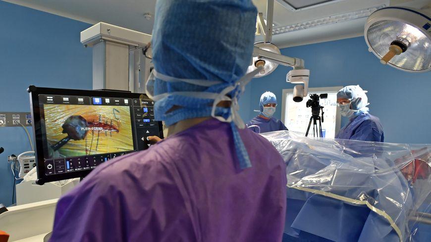 Parmi les métiers à découvrir, celui d'infirmier en bloc-opératoire
