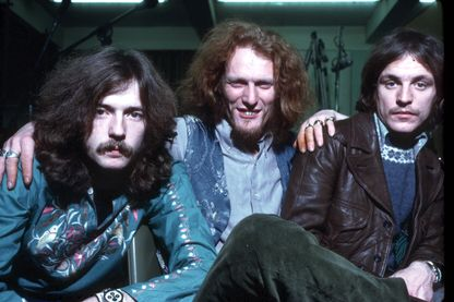 "Portrait du groupe ""Cream"" avec Eric Clapton, Ginger Baker, et Jack Bruce en 1968."