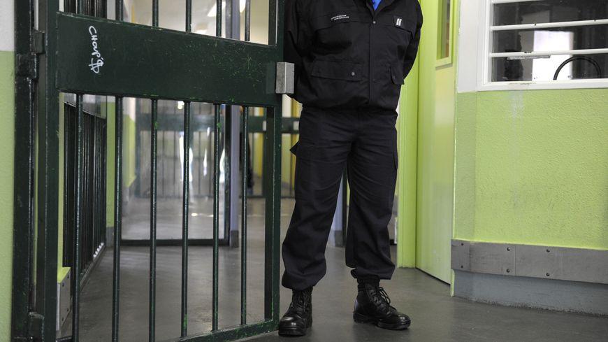 Les 4 policiers espagnols sont arrêtés et emprisonnés à Pau.