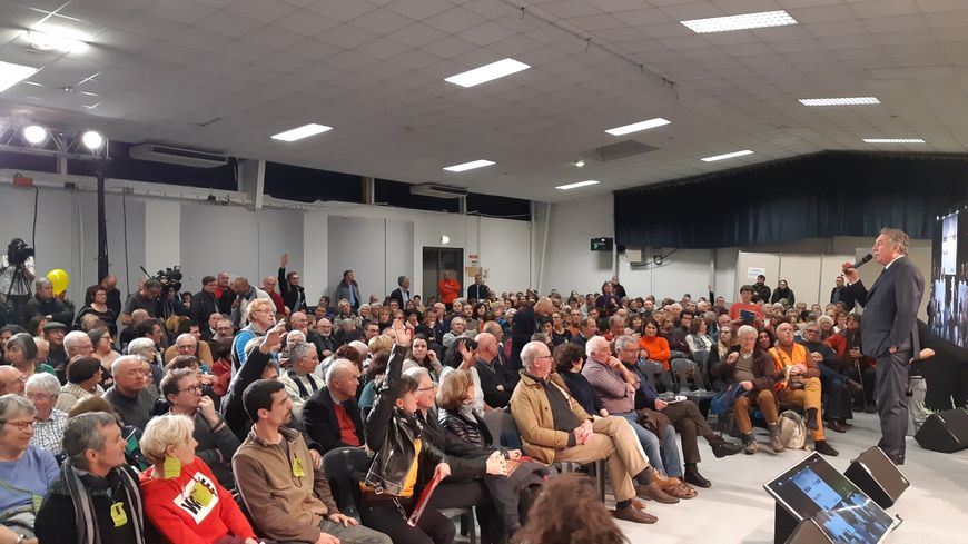 Le premier grand débat palois a attiré plus de 500 personnes ce vendredi soir au parc des expositions.