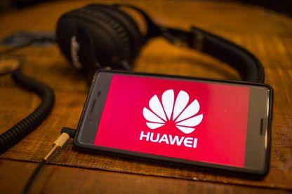 Le fabricant Huawei au coeur d'une polémique, accusé de travailler avec le pouvoir chinois