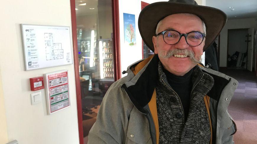 Connu pour sa moustache et son amour de la distillation, Robert David peut aussi prévoir la neige...