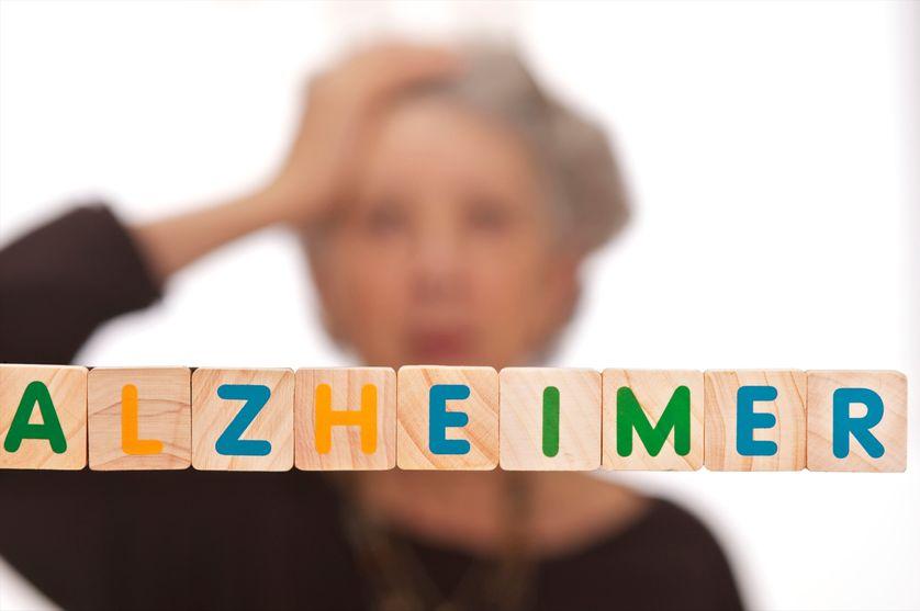 En France, la maladie d'Alzheimer touche directement ou indirectement 3 millions de personnes, et près de 225 000 nouveaux cas sont diagnostiqués chaque année