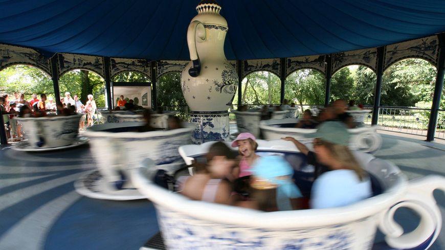 Le parc Walibi Sud-ouest et son attraction des tasses à thé