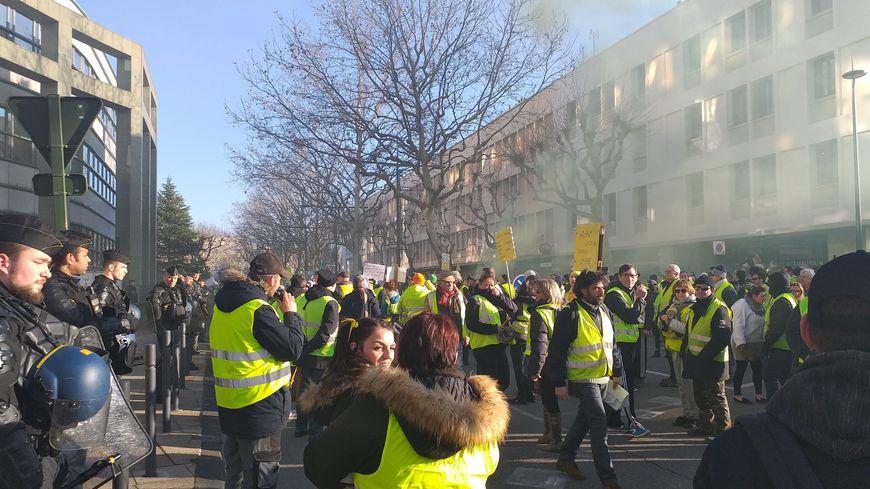 Pour l'acte X, à Valence, les manifestants impliqués dans l'organisation ont demandé aux participants de se disperser dans une ambiance électrique.