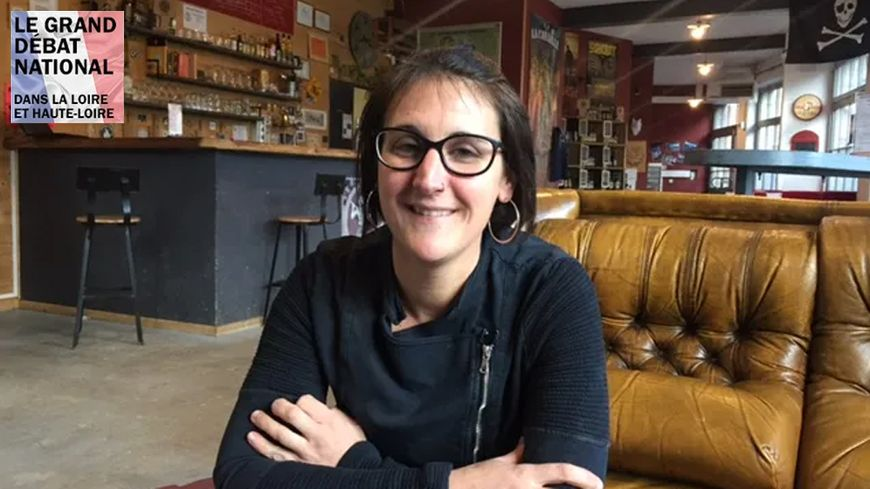 Marion Hodin est maman et elle se bat pour que l'école de Saint-Just en Bas maintienne ses deux classes.
