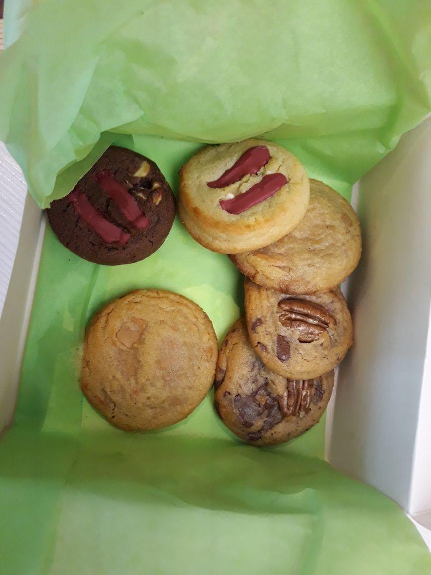 Chocolat framboise,noix de pécan/sirop d'érable, chocolat blanc framboise, façon pain d'épices heu ce qu'il reste !!!!