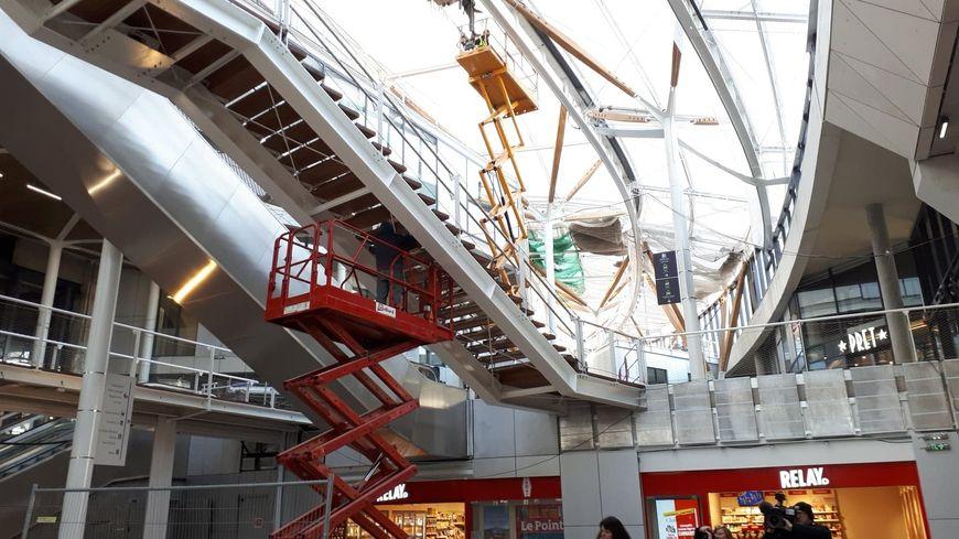 L'intérieur de la gare de Rennes, dont les dernières finitions sont en train d'être apportées