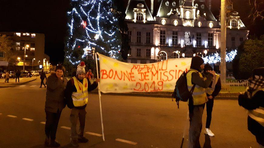 Une cinquantaine de gilets jaunes ont fêté la nouvelle année dans les rues de Limoges ce 1er janvier