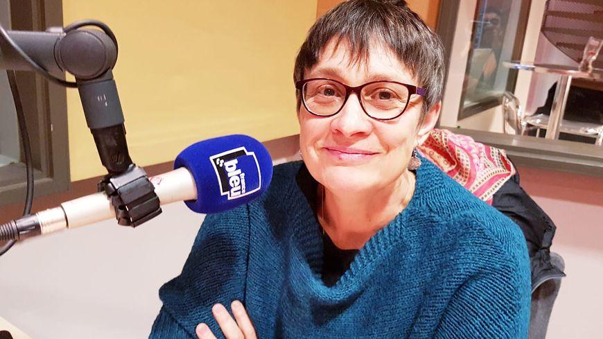 Sylvie Palpant au micro de France Bleu Vaucluse