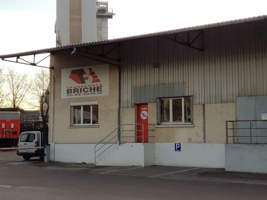 Les bâtiments discrets des transports Briche en zone de Magré à Limoges