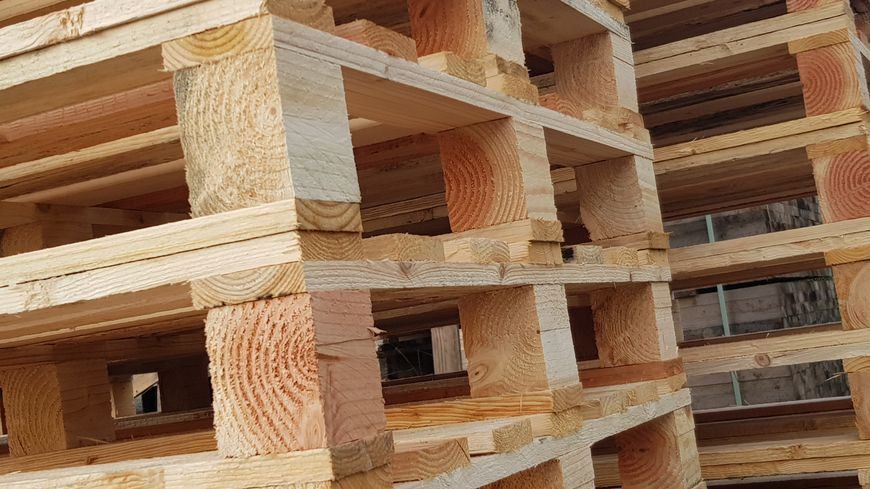 Des palettes en bois qui sont fabriquées en Limouisin