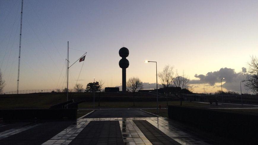 France Bleu Berry est la première radio à avoir fait une matinale spéciale en direct du Centre de transmissions ultra secret de la Marine de Rosnay