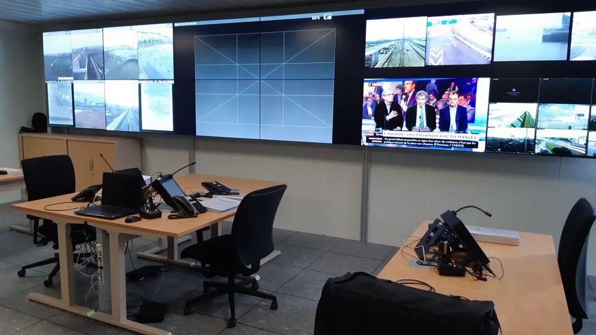 Le Centre conjoint d'information et de commandement regroupe des policiers français et britanniques qui travaillent ensembles dans la lutte contre les filières de passeurs.